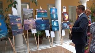 Андрей Ростенко принял участие в открытии выставки «Влюблённые в море»